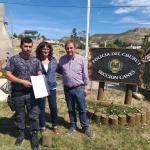 Linares entregó un subsidio a la División Canes de la Policía del Chubut
