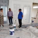 Linares recorrió la obra de los consultorios del Centro de Jubilados y Pensionados del petróleo