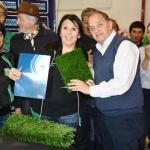 Linares firmó convenios para la instalación de 23 canchas de césped sintético en la ciudad
