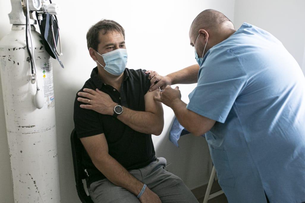 """Luque: """"Confiamos en que esta vacuna nos permitirá comenzar a salir de esta situación de pandemia"""""""