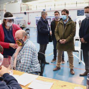 Luque y Cabandié visitaron el centro de vacunación de zona norte